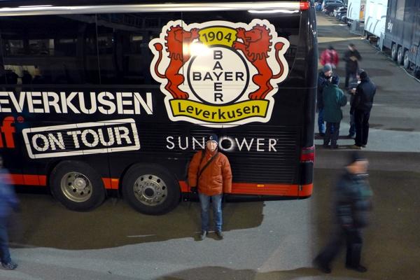 e vor dem Bayer Bus