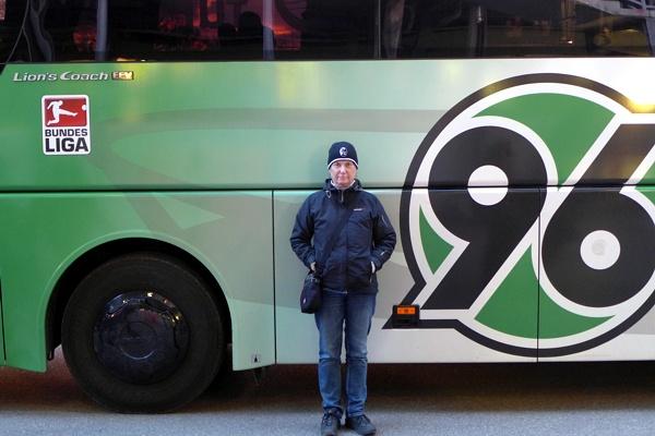 e vor dem Hannoveraner Bus