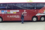 e vor dem Augsburger Bus